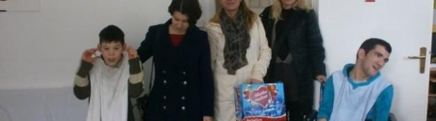 29. 12. 2014. Posjeta predstavnika Centra za socijalni rad Herceg Novi djeci i omladini Dnevnog centra Herceg Novi tom prilikom djeca su dobila  prigodne novogodišnje paketiće